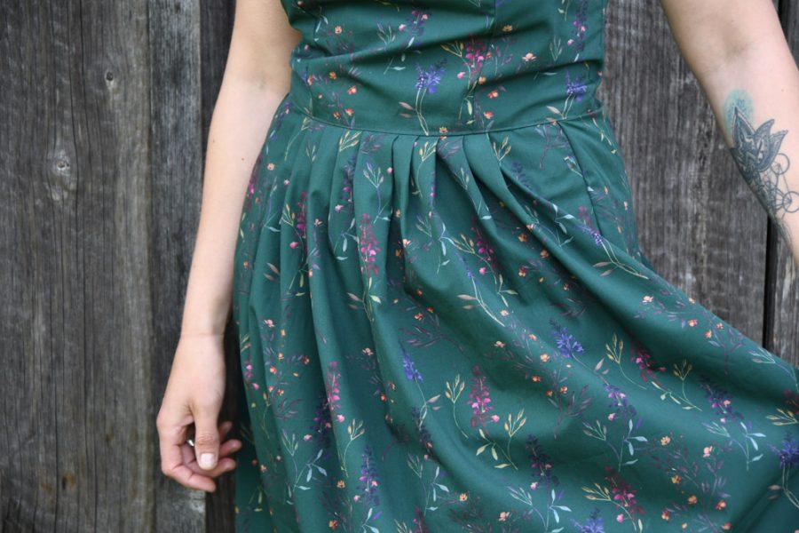 elisia-oliv-sommerkleid-falten-vorne-handgemachtinoesterreich